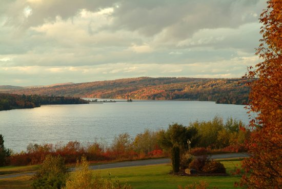 Kingsclear, Canadá: View from the Patio - Come enjoy the fall colours
