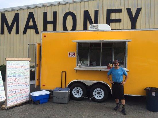 Mattapoisett, MA: The Yellow Food Truck