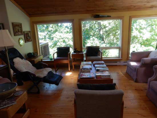 Gabriola Island, Canadá: Huge living room for your use.