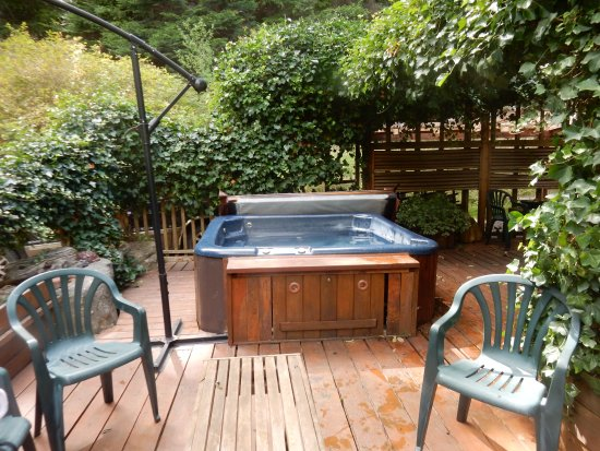 Gabriola Island, Canadá: And the hot tub! Not so easy to find, so do ask!
