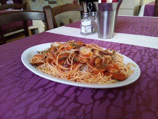 Ottobeuren, Deutschland: Spaghetti Venusmuscheln in Tomatensoße