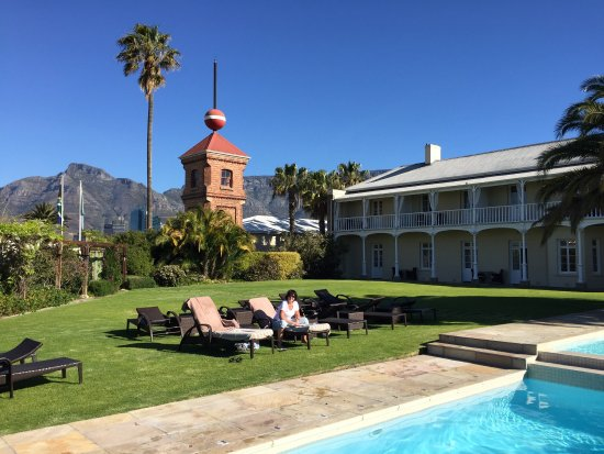 Dock House Boutique Hotel: Pool & garden at Dock House