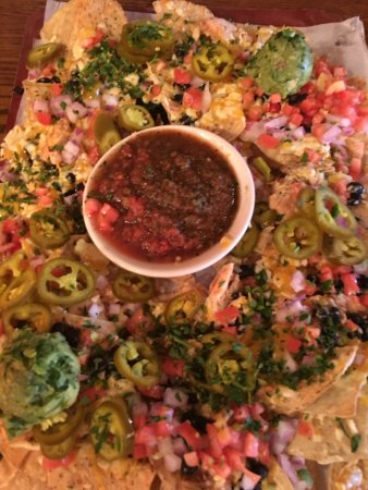 Rock Bottom Restaurant & Brewery: Nachos with salsa