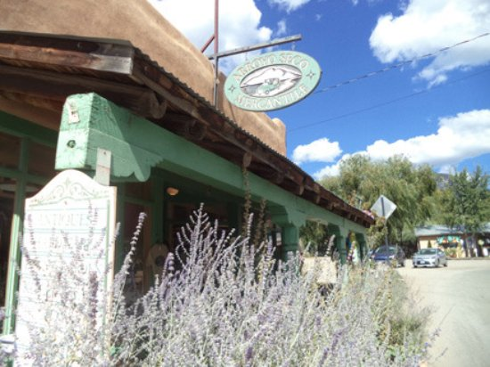 Arroyo Seco, Nuevo Mexico: The Mercantile, across from Abe's Cantina