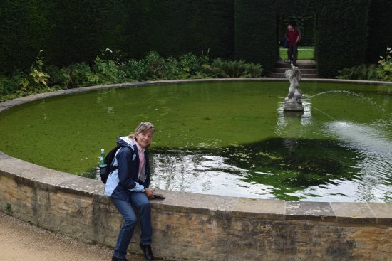 Chipping Campden, UK: Large pool and fountain
