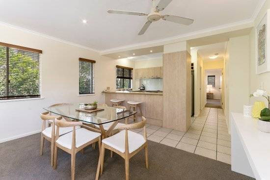 Noosaville, Australia: Dining room to fit a family