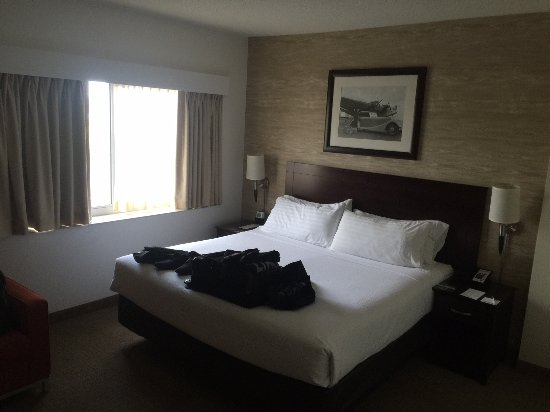 Rosemont, IL: big comfy bed