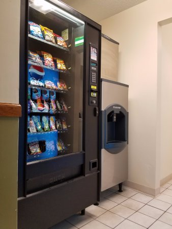 DeKalb, IL: Vending area and icemachine