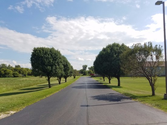 DeKalb, Илинойс: Driveway from Fairview Dr.