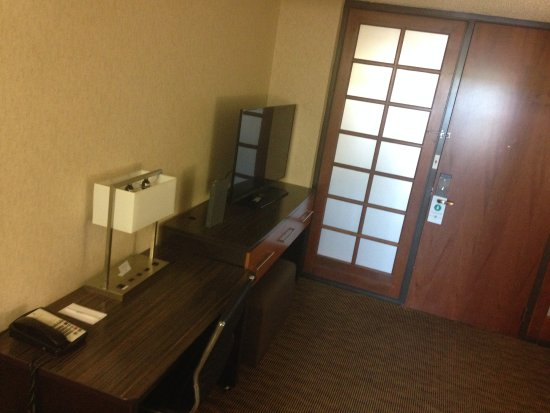 Embassy Suites by Hilton Oklahoma City Will Rogers Airport: Looking at entrance.