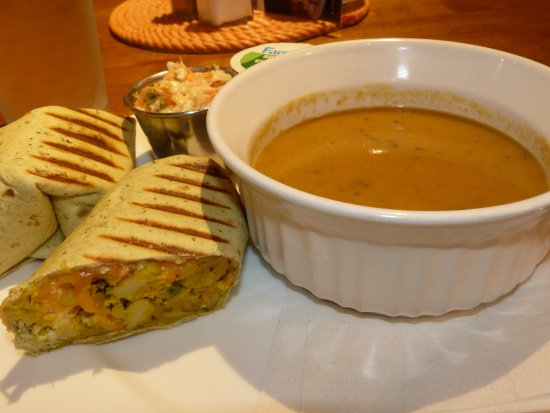 Yarmouth, Canada: Aloo wrap and plantain soup