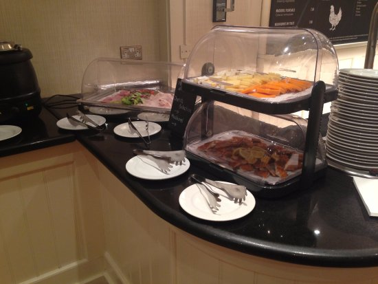 Bristol Marriott Hotel City Centre: Cheese and smoked fish at the breakfast buffet