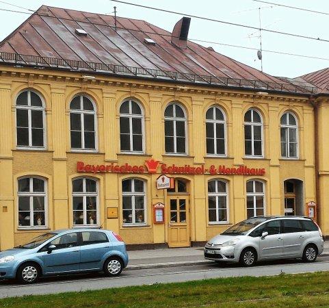 bayrisches schnitzel hendlhaus german restaurant landsberger str 499 in munich de. Black Bedroom Furniture Sets. Home Design Ideas