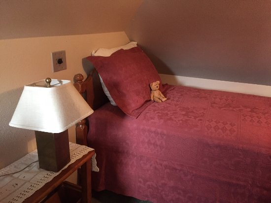 Best Kept Secret B & B: The little twin bed tucked away under the eves for privacy.