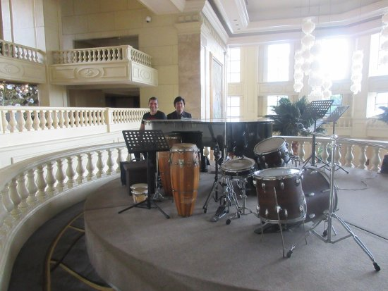 The Peninsula Manila: NICE MUSIC