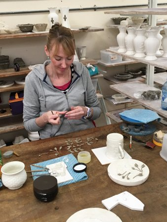Belleek, UK: Flower making
