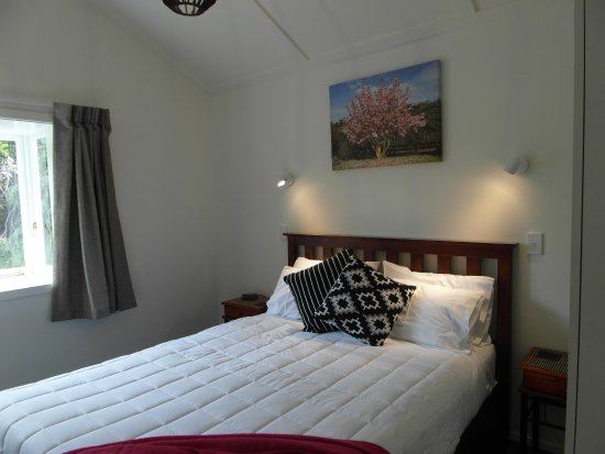 Havelock North, นิวซีแลนด์: 2nd queen bedroom in 3 bedroom cottage