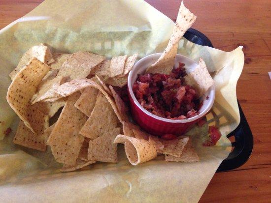 KBar Pizza : Chips and salsa (pico de gallo)