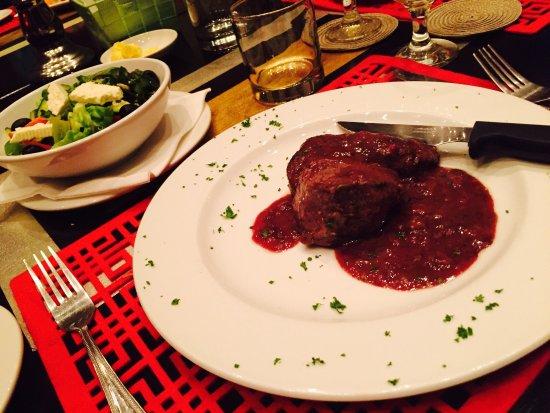 Cosmopolitan Restaurant and Lounge Bar: photo5.jpg