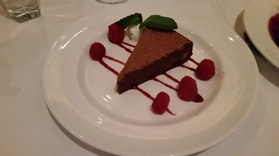 ‪‪The Capital Grille‬: Flourless chocolate cake‬