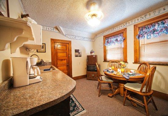 Фотография Holden House - 1902 Bed and Breakfast Inn