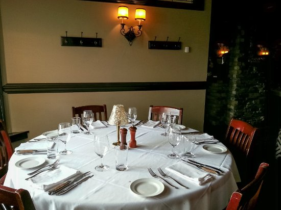 Gianni's Steakhouse: Pretty table but that's where it ends