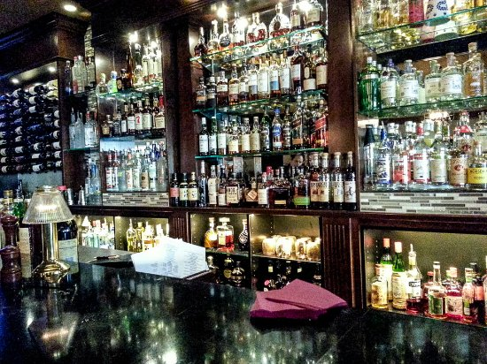Gianni's Steakhouse: The bar