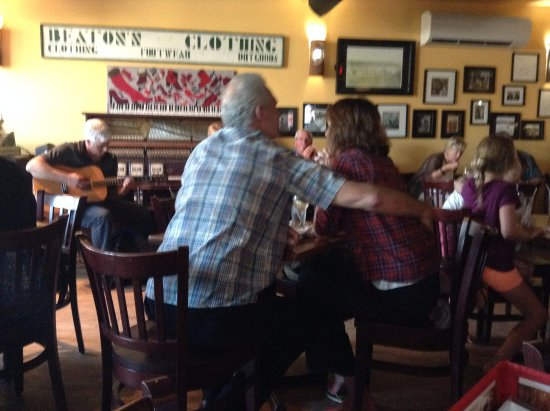 Mabou, Canada: Inside the pub