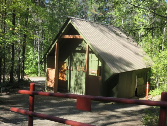 Glacier Campground: Smaller bathroom/shower building. The other also has a laundry.