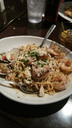 Neptune Beach, Floryda: Spicy Clam Linguini with Garlic, Tomato and Parsley. YUMMY!!!