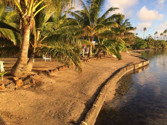 Uturoa, Fransk Polynesien: Plage aménagée sur bord du lagon accessible par le ponton pour baignade et snorking