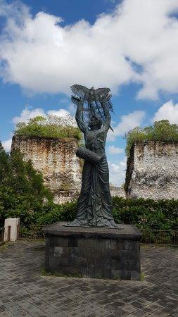 Garuda Wisnu Kencana Cultural Park: 20160927_105425_large.jpg
