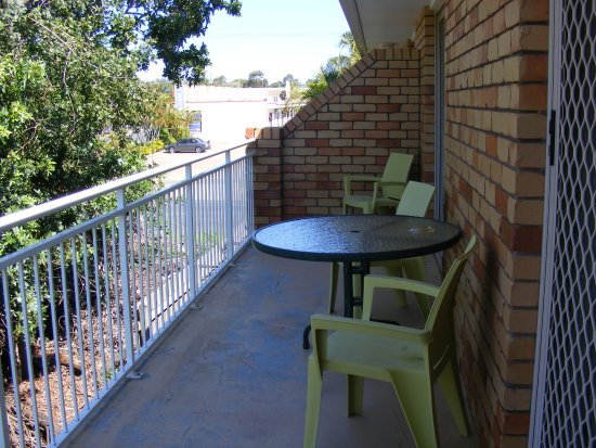 Beachside Motor Inn: Private Balcony with apartments
