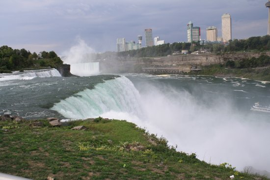 Niagara Falls : Visited the American falls with many over tourist and was truly able to see it's beauty from the