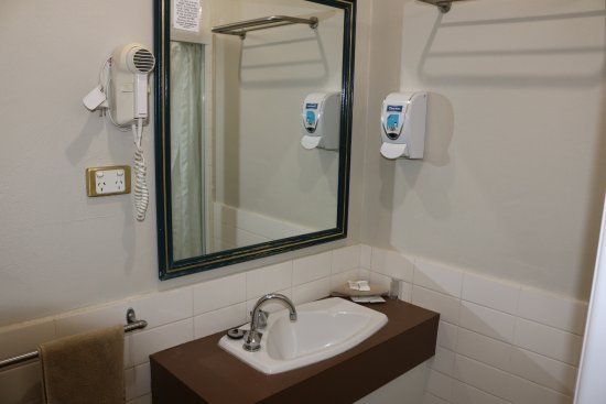 Muswellbrook, Australië: Queen Room Bathroom