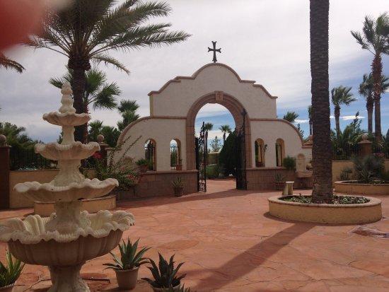 Florence, AZ: entrance courtyard