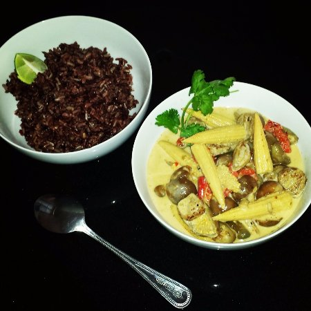 Bophut, Thailandia: InFusion Cooking Classes Koh Samui : Vegan yellow curry with organic brown rice