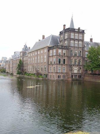 Binnenhof & Ridderzaal (Inner Court & Hall of the Knights): 外觀(早上)