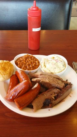 Charley's BBQ: Brisket with the hot link