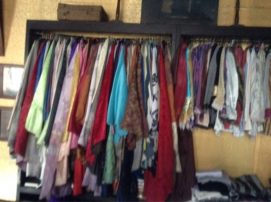 Taal, Filipinas: Old clothes and others
