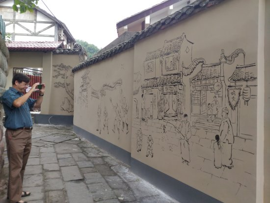 Chongqing, Chiny: Murals on deserted side streets