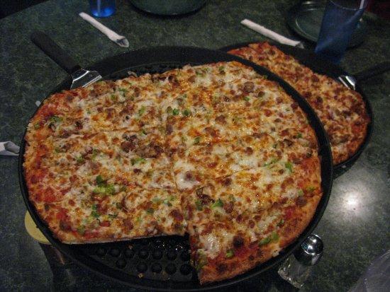 Chet & Matt's Pizza : Yummy pizza cut in stripes