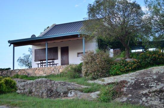 Complejo Las Hoyas: Vista de la Cabaña y su entorno