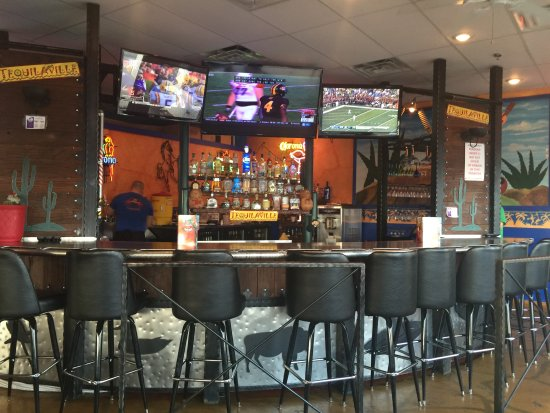 La Grange, KY: Full Bar available