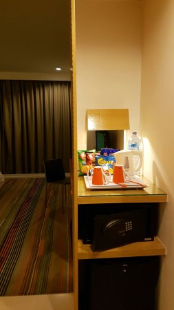 HARRIS Suites FX Sudirman: 20160926_215117_large.jpg