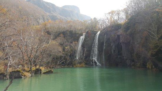 Baishan, China: 漂亮的瀑布