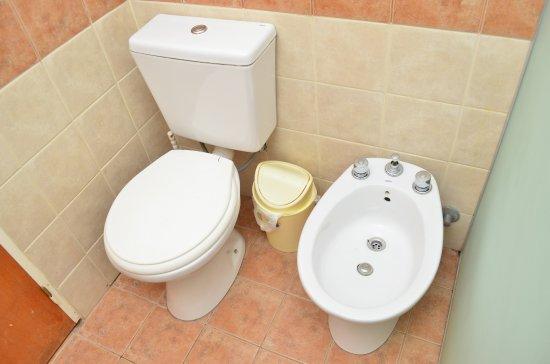 Complejo Las Hoyas: Baños de las habitaciones