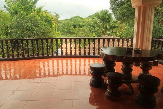 Bloom Garden Guesthouse Villa, Siem Reap Veranda view