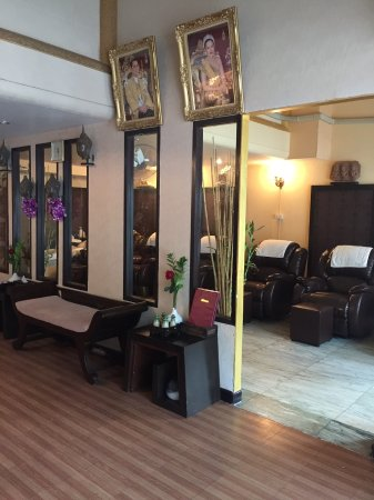 thai ladyboy massage baan thai massage