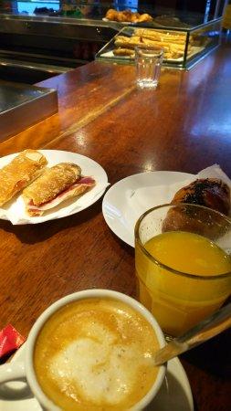 Latorna: ボカティージョ、オレンジジュース、カフェコンレチェ